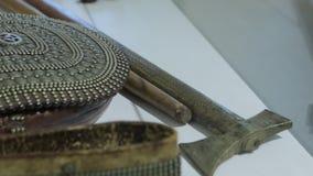 L'arme antique en cuir de sac banque de vidéos