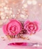 L'arrangement élégant et romantique de dîner avec a monté Photo stock