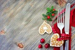 L'arrangement de table de Noël avec des décorations de Noël copient l'espace Photo libre de droits