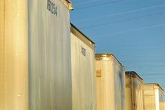 L'arrière saison des camions de cargaison s'est garée dedans beaucoup image libre de droits