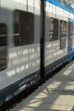 L'arrivée des trains électriques sur la pyrone Images stock