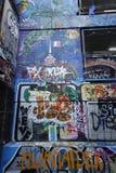 L'art de rue de ruelle de bonnetier est un de l'attraction touristique principale à Melbourne Images libres de droits