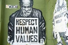 L'art de rue de valeurs d'humain de respect parlent en faveur photographie stock libre de droits