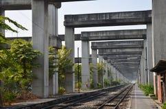 L'art sur Bangkok a élevé le système BERTS de route et de train ou le projet de HopeWell à Bangkok Thaïlande Photographie stock libre de droits