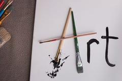 L'arte di parola nei pennelli della tela nell'angolo sinistro Fotografie Stock Libere da Diritti