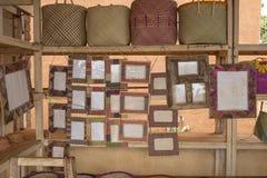 L'artisan handcraft la boutique au Madagascar images stock