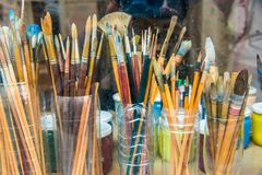 L'artista Paintbrush in di plastica può fotografie stock