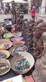 L'artiste d'art de l'Afrique lancent sur le marché Photos libres de droits