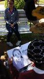 L'artiste de trottoir dépeignent avec le crayon Image stock
