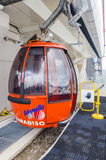 L'ascensore di sci alla cima della montagna ad un'altitudine di 2400 metri nelle alpi Immagini Stock Libere da Diritti