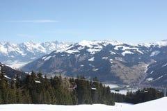 L'ascensore di sci e della pista di sci, Zell vede la località di soggiorno di corsa con gli sci Immagine Stock Libera da Diritti