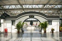 L'Asia Cina, Pechino, carnevale agricolo, architettura moderna, centro espositivo dell'interno, scena, costruzione antica, porta  Fotografie Stock Libere da Diritti