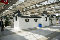 L'Asia Cina, Pechino, carnevale agricolo, centro espositivo dell'interno, mattonelle di grey della parete di ŒWhite del ¼ del bui Immagine Stock