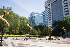L'Asia Cina, Pechino, via finanziaria, lampade di via quadrate del paesaggio Fotografia Stock