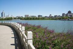 L'Asia parco di Cina, Pechino, stagno di loto, Lakeview, stazione ferroviaria ad ovest di Pechino Fotografia Stock