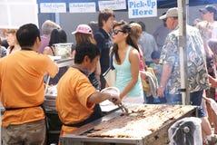 l'Asiatique fait cuire la nourriture de portion Photos libres de droits