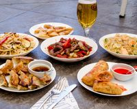 L'Asiatique mangent de la nourriture photographie stock libre de droits