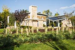 Gloriosa de yucca images libres de droits image 13999989 for Pavillon de jardin moderne