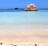 L'Asie dans la plage blanche d'île de baie de tao de kho bascule la maison Images stock
