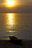 l'Asie dans le soleil phangan Thaïlande de coucher du soleil d'île de baie de kho images libres de droits