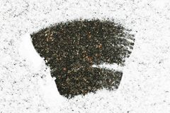 L'asphalte couvert de neige, un bon nombre de neige au milieu de la neige s'est dégagé, fond de neige photo libre de droits