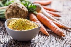 L'assaisonnement de Vegeta épice le condiment avec les panais et le sel déshydratés de céleri de persil de carotte avec ou sans l photos libres de droits