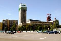 L'asse funzionale della miniera di carbone ha nominato Darkov con una torre di estrazione mineraria fotografia stock libera da diritti