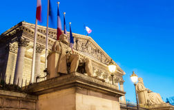 L'Assemblée nationale française la nuit, Paris, France Image stock