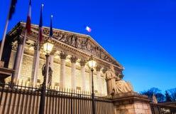 L'Assemblée nationale française la nuit, Paris, France Photographie stock libre de droits