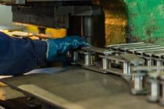 L'assemblage du produit usine renforcement de machine Images libres de droits
