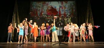 L'assistance de la représentation musicale - les retraités, les vétérans pluss âgé de la deuxième guerre mondiale et leurs parent Images stock