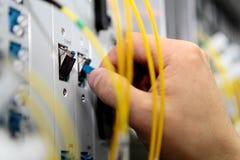 L'assistente tecnico registra la strumentazione immagine stock libera da diritti