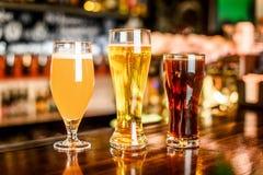 L'assortiment de bière dans le bar Images libres de droits