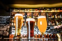 L'assortiment de bière dans le bar Photographie stock libre de droits