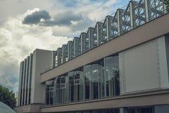 L'Astrakan, Russie - 4 juillet 2019 : Électro théâtre avec le jardin d'hiver vitré photos stock