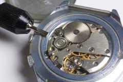 L'atelier de montre Réparation de vieilles montres photos libres de droits