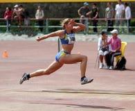 L'athlète concurrencent dans le saut triple Images libres de droits