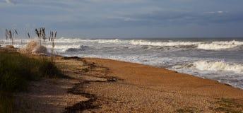 L'Atlantico arrabbiato con l'uragano al largo immagini stock