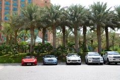 L'Atlantide l'hotel e le limousine della palma Immagine Stock