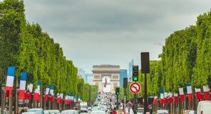 L'atmosphère de rue sur le DES Champs-Elysees d'avenue Images stock