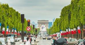 L'atmosphère de rue sur le DES Champs-Elysees d'avenue Photos stock