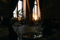 L'atmosphère romantique de soirée du restaurant photo stock