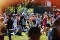 L'atmosphère royale de mariage dans des filles de danse de Windsor Images libres de droits