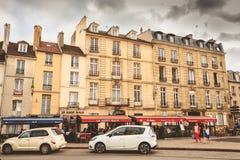 L'atmosphère sur l'endroit Charles de Gaulle dans la configuration d'en de St Germain Photographie stock libre de droits