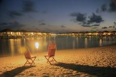 L'atoll d'Ari en Maldives, nuit tombe à l'île du soleil Images stock