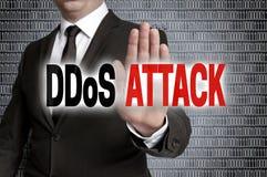 L'attaque de DDoS avec la matrice est montrée par l'homme d'affaires Image libre de droits