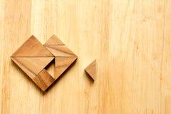 L'attente de puzzle de Tangram accomplissent à la forme de coeur Image libre de droits