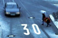 L'attention un véhicule vient Photos libres de droits