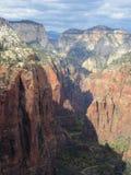 L'atterrissage du ` s d'ange augmentant le chemin, Zion National Park, Utah Photographie stock libre de droits