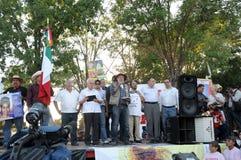 L'attivista Javier Sicilia parla nella protesta Immagini Stock Libere da Diritti